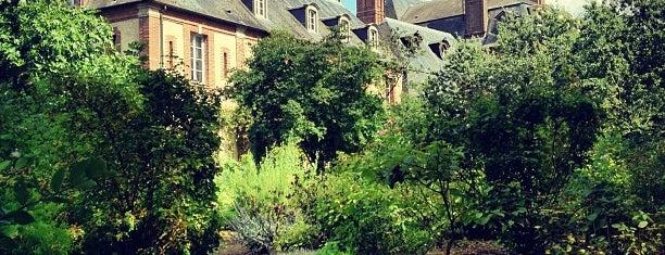 Château de Thoiry is one of Paris.