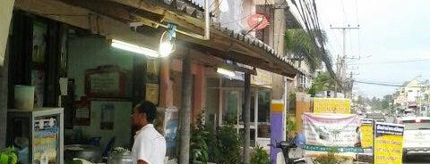 ร้านอาซิส ข้าวมันไก่, ก๋วยเตี๋ยวเรือ is one of ร้านอาหารมุสลิม.