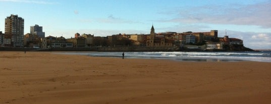 San Lorenzo Beach is one of Las vistas de Gijón.
