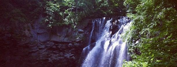 アシリベツの滝 is one of 日本の滝百選.