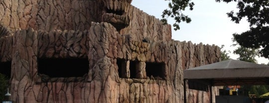 Skull Mountain is one of ROLLER COASTERS.