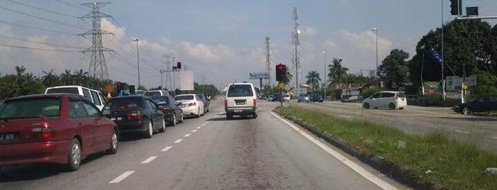 Traffic Light Enterance Bandar Parklands @Jalan Langat is one of Highway & Common Road.