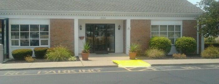 Heartland Community Bank is one of Celebrity Hangouts.