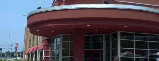 Red Robin Gourmet Burgers is one of Restaurants visited.