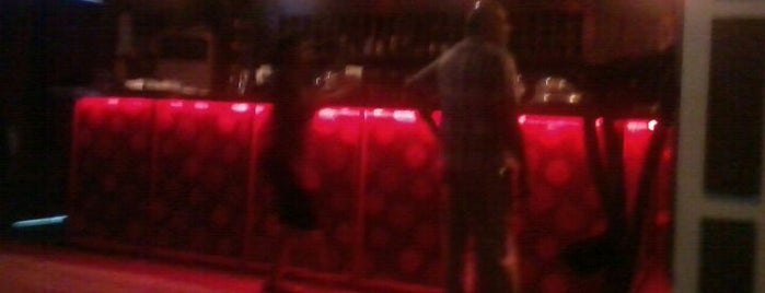 Flirtease Lounge & Cocktail Bar is one of Ian-Simeon's Guide To Dar es Salaam.