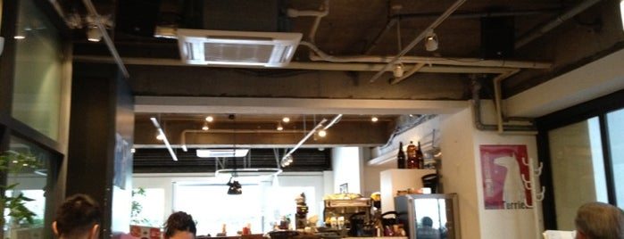 GOOD MORNING CAFE 千駄ヶ谷 is one of free Wi-Fi in 渋谷区.