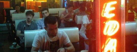 Hanedan Cafe is one of İzmir.