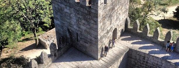Castelo de Guimarães is one of Portugal Road trip.