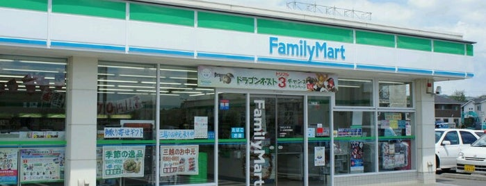 FamilyMart is one of コンビニ (Convenience Store).