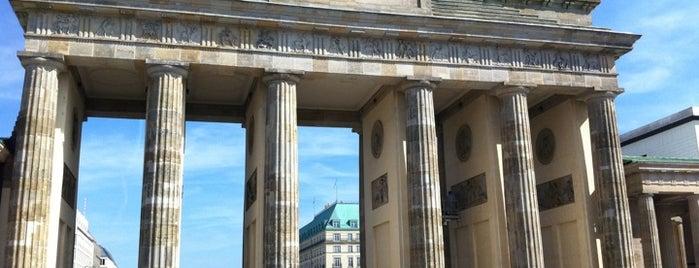 Brandenburg Gate is one of Guten Tag, Berlin!.
