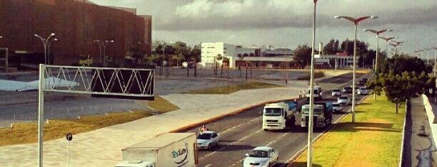 Avenida Washington Soares is one of Caminho.