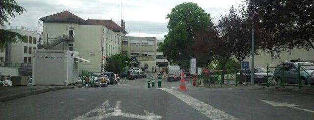 Hôpital de Montluçon is one of Guide des Maternités.