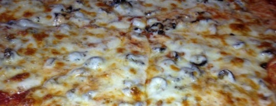 Oz Pizza is one of Let's Eat!.