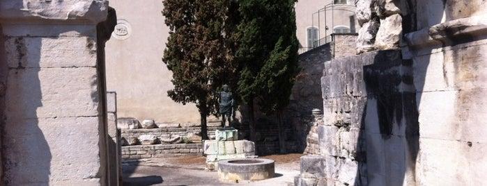 Porte Auguste is one of Escapade à Nîmes.
