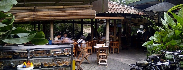 Toko You is one of Bandung's Culinary.