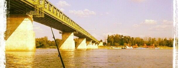 Újpesti vasúti híd is one of budapesti hidak.