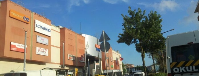 Maxi City is one of Shopping Centers.