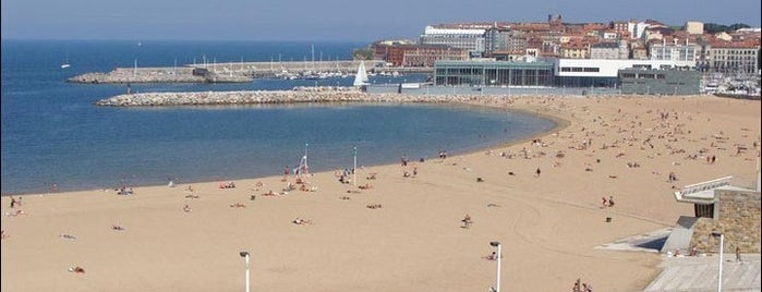 Playa de Poniente is one of Las vistas de Gijón.