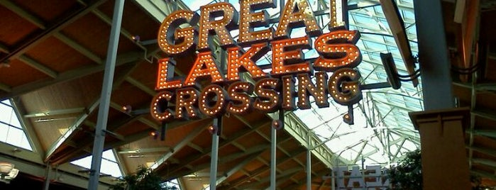 Great Lakes Crossing Food Court is one of q.