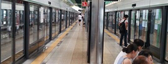 Seongsu Stn. is one of Subway Stations in Seoul(line1~4 & DX).