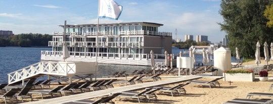 Royal Beach Club is one of Resorts))).