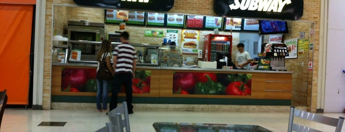 Subway is one of Limão.