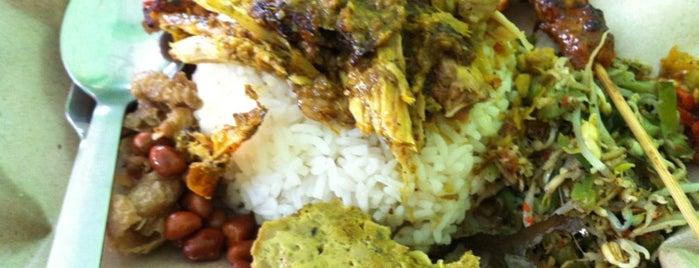 """Nasi Campur Ayam Betutu is one of Bali """"Jaan"""" Culinary."""
