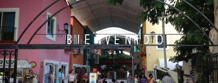 Plaza Bonita is one of Cancun.