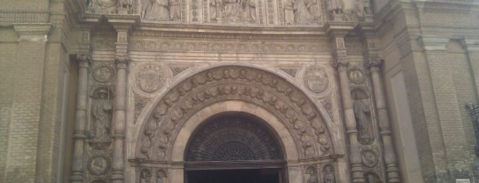 Basilica Parroquia Santa Engracia is one of HOSTAL TORRE MONTESANTO.