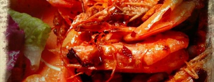 Pata de Palo Marisquería & Clamatería is one of Puerto Vallarta best mexican popular food.