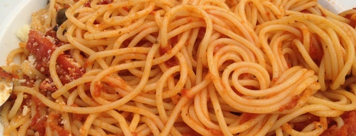 Spaghettici is one of Gezgin geyikler yemekte.
