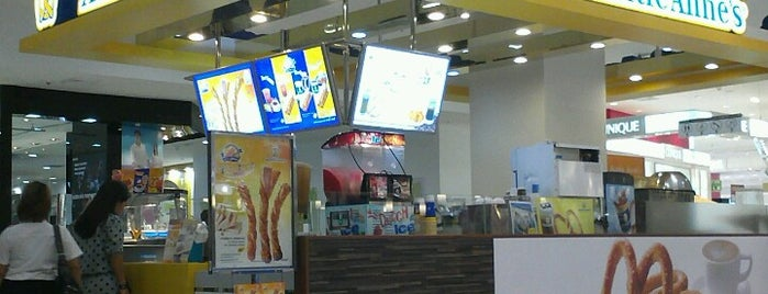 Auntie Anne's is one of The Mall Bangkae.