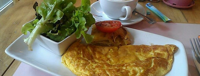 Café Tartine is one of Brunch favourites.