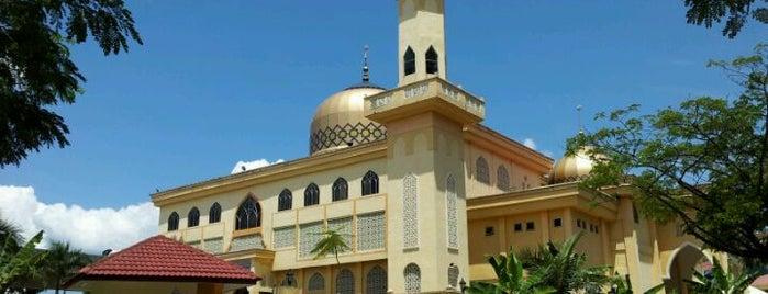 Masjid Sallahuddin Al-Ayyubi is one of masjid.