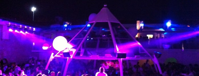 Villa Delle Rose is one of Where to party in Rimini.