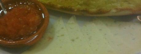 Cafetería Ceres is one of 25 Desayunos imprescindibles de España y Europa.