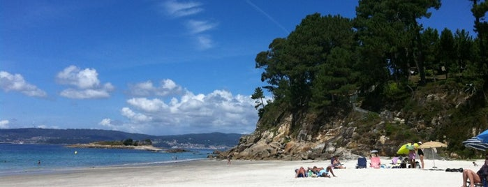 Praia de Lapamán is one of Mis playas favoritas de las #riasbaixas.
