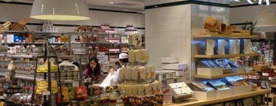 DEAN & DELUCA is one of 동네.