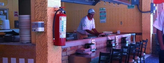 Tacos Copacabana is one of Algunos lugares....