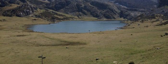 Lago Ercina is one of ir con mi Vero.