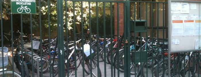 Estacionamiento de Bicicletas is one of Por Corregir.