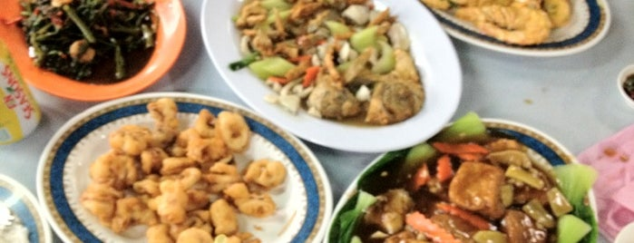 Teluk Kumbar Seafood (公巴好友海鲜) is one of Seafood/ General Chinese Restaurant.