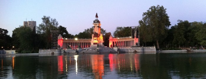 Estanque del Retiro is one of Must-visit Great Outdoors in Madrid.