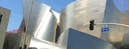 Walt Disney Concert Hall is one of Mis lugares más queridos !.