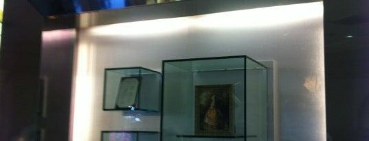 La Signature (Guerlain) is one of Walt Disney World - Epcot.