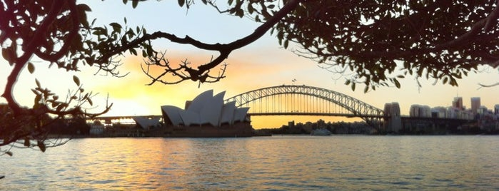 Mrs Macquarie's Chair is one of Volta ao Mundo oneworld: Sydney.