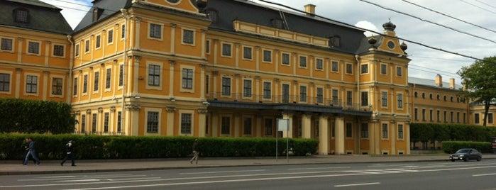 Меншиковский дворец is one of СПб..
