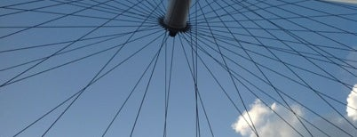 The London Eye is one of Summer in London/été à Londres.