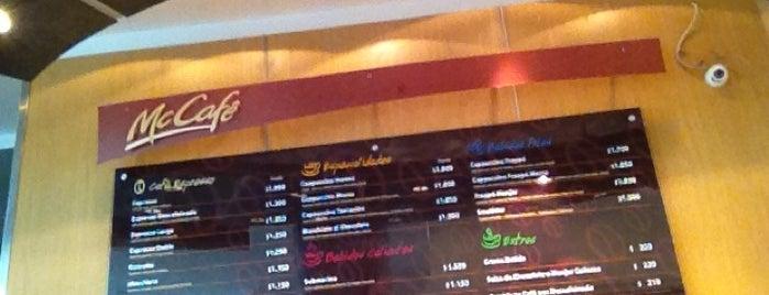 McCafé is one of Un buen café!.