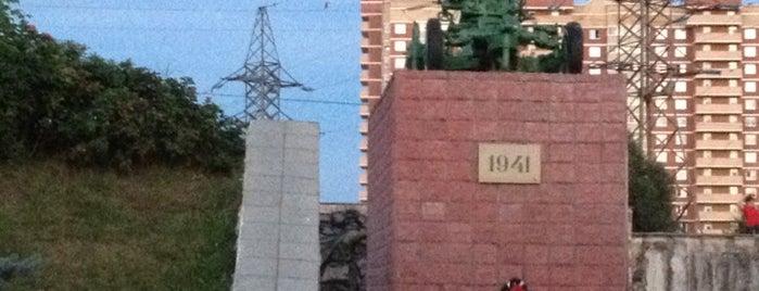 """Мемориал """"Защитникам Москвы в Великую Отечественную войну"""" is one of Лобня."""
